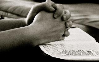 pray-664786_640