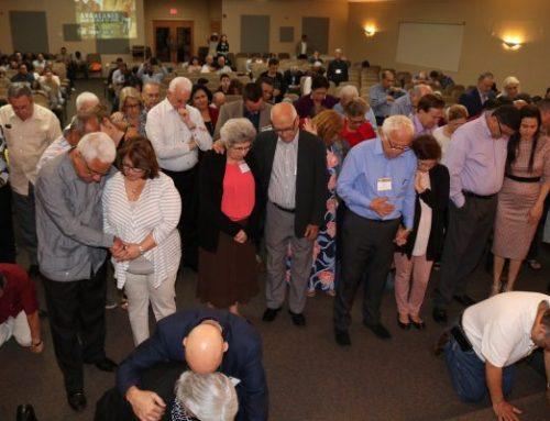 Cientos se reúnen para el Retiro Hispano