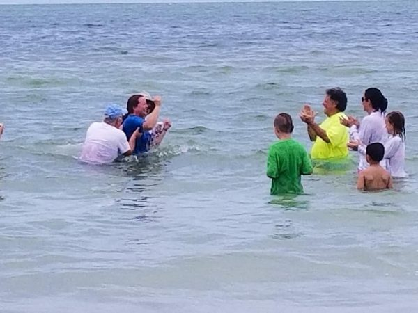 More than two thousand baptized around Florida on Acts 2:41 Sunday!